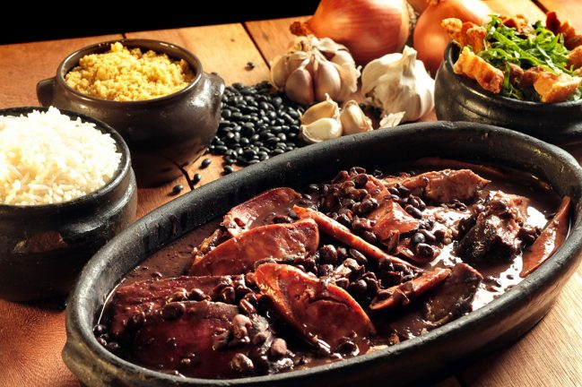 comida tipica brasileira feijoada
